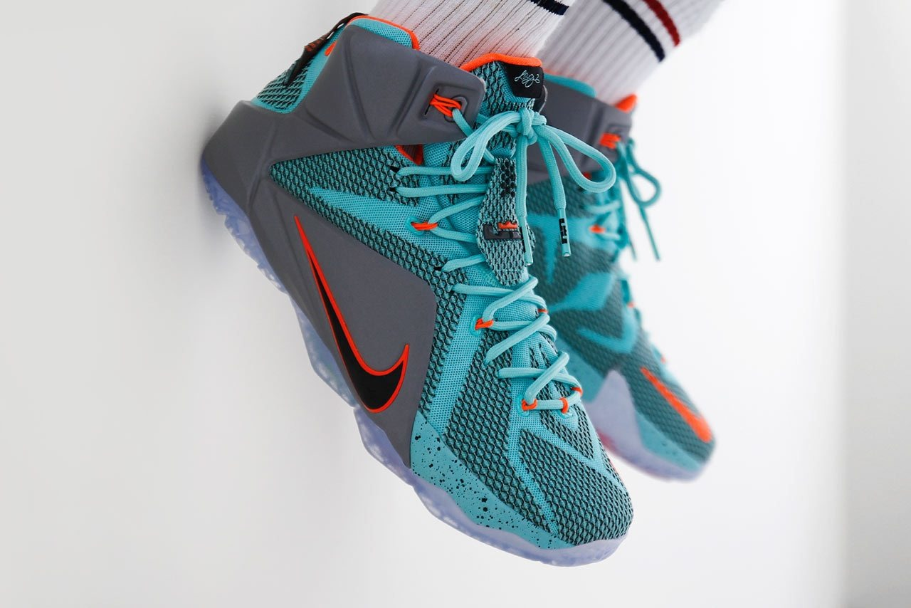 39252094db003e Баскетбольные кроссовки Nike LeBron 12