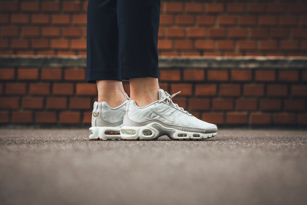 nike air max plus tuned 1 mint