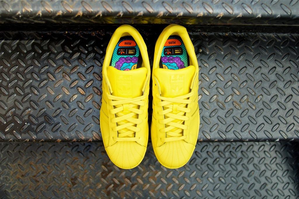 d26738eb1b5141 Кроссовки Adidas Superstar x Pharrell Williams 'Bright Yellow' B452 ...
