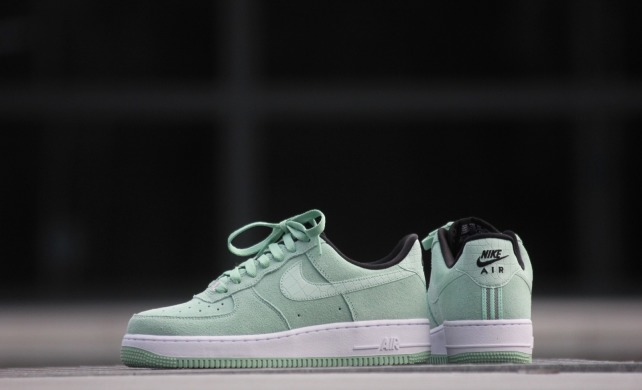 "Кроссовки Nike Wmns Air Force 1 07 Seasonal ""Green/Enamel/Green"", EUR 36"