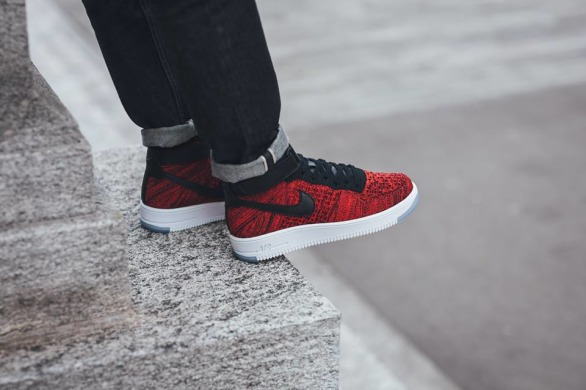 "Кроссовки Nike Air Force Flyknit Mid ""Red"", EUR 41"