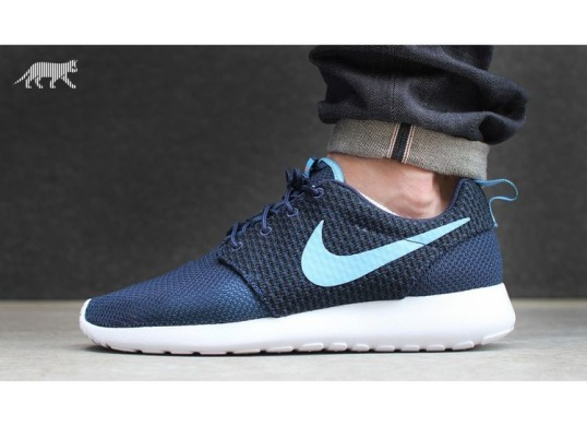 "Nike Roshe Run Hyper Punch ""Midnight Navy"""