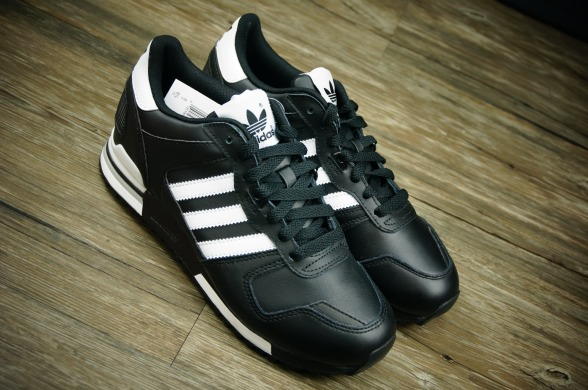 "Кроссовки Adidas ZX700 Leather ""Black/White"", EUR 41"