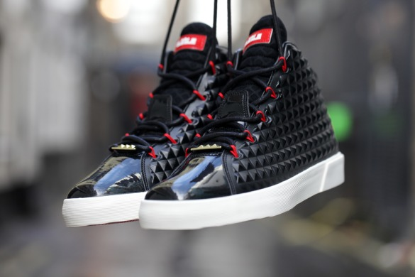 "Кроссовки Nike LeBron 12 NSW Lifestyle QS ""Black-Challenge Red"", EUR 41"